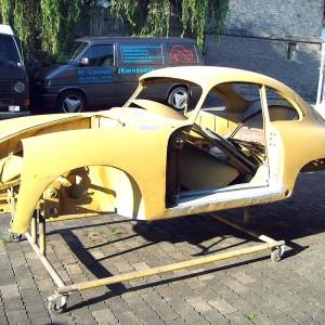 Anlieferung von zu restaurierenden Fahrzeugen
