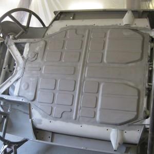 Nach abgeschlossener Karosseriearbeit werden die Karosserien noch einmal fein sandgestrahlt