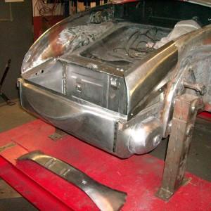 Batteriekasten mit Bugblech eingesetzt, Einbau des angefertigten vorderen linken Radkasten und des oberen Bugbleches