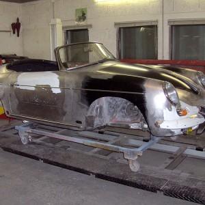 Im Zuge der Unfallinstandsetzung wurde auch die Heckpartie des Fahrzeuges entlackt und überarbeitet anschließend auch hier alle Spaltmaße auf 3mm eingezinnt und bearbeitet.