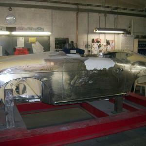 Ausbeulen der Karosserieflächen und einzinnen der Spaltmaße auf 3 - 4mm.